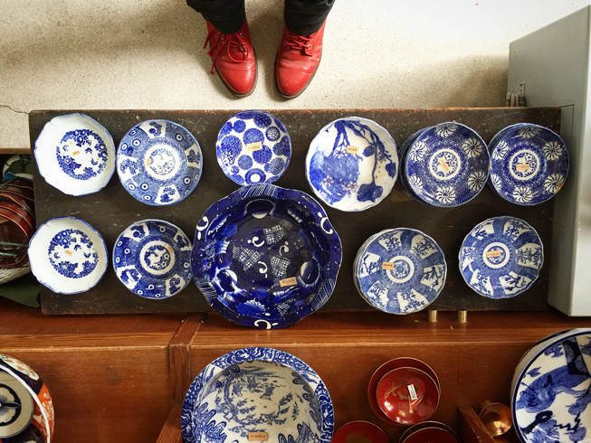 blue-and-white-pottery